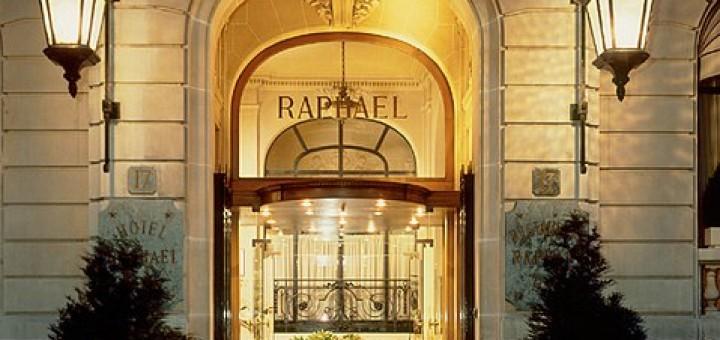 479px-Entrée_Hôtel_Raphael