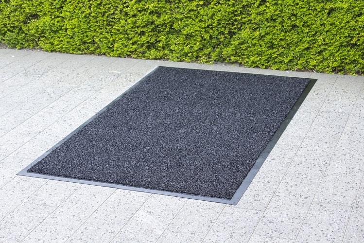 des tapis d ext rieur pour diff rentes occasions tapis sur mesure. Black Bedroom Furniture Sets. Home Design Ideas