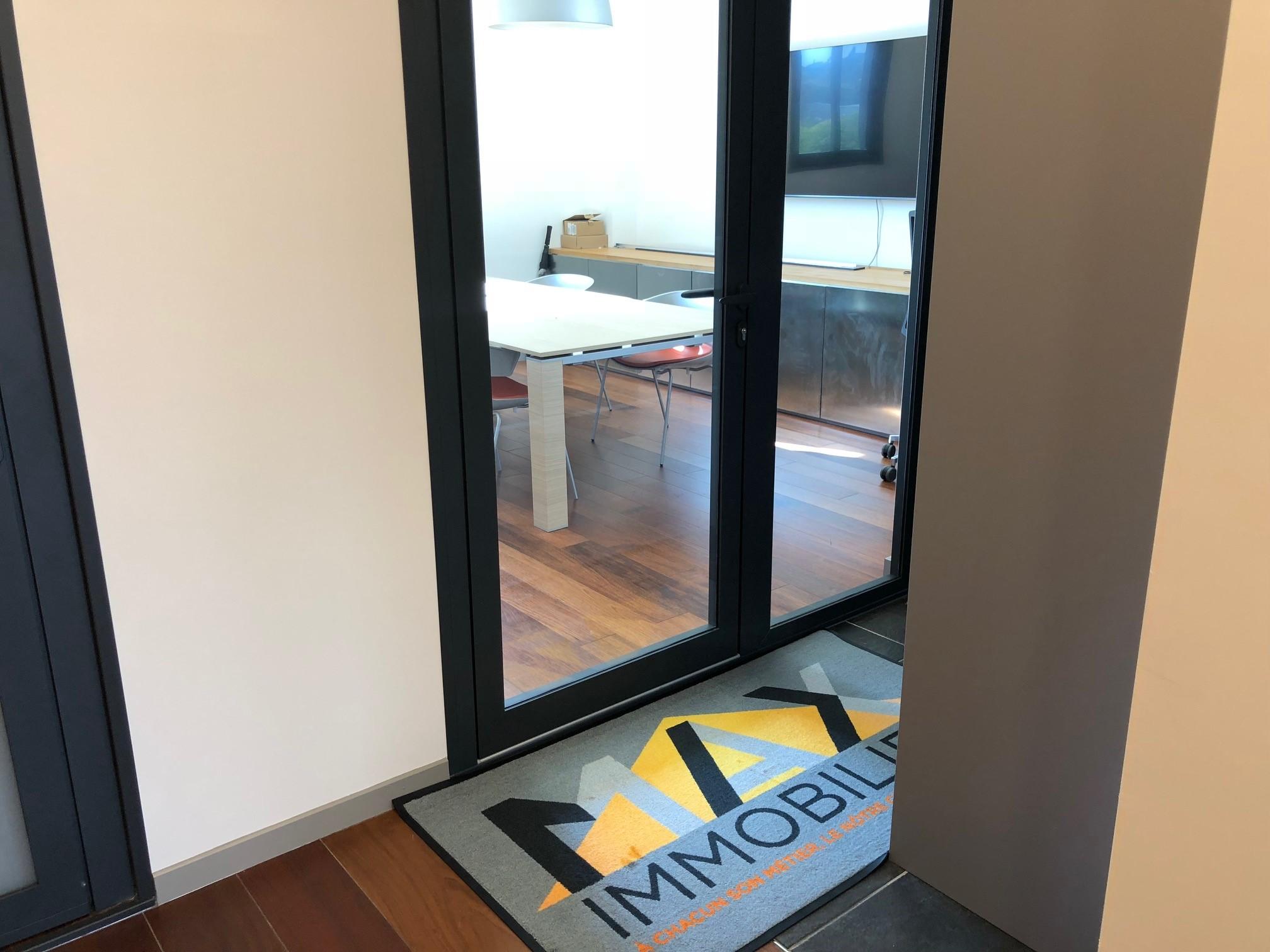 tapis d 39 entr e logo personnalis sur mesure. Black Bedroom Furniture Sets. Home Design Ideas